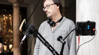 Manuel Martín Cuenca, durante una pausa del rodaje de 'El autor'. (Foto: Julio Vergne)