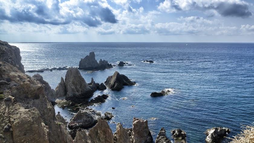 El Arrecife de las Sirenas, postal inconfundible del Parque Natural Cabo de Gata-Níjar.