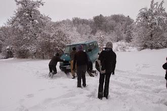 Photo: ďalej to už nejde, parkujeme tu, ale ani to nám nejde, veľa snehu aj na vysoký podvozok našej kocábky.