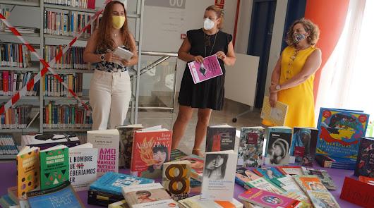 Educando en igualdad: Carboneras estrena sección feminista en su biblioteca