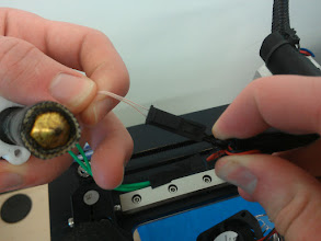 Photo: The thermistor and heater are coded by gender, the two fans on the hot end are not keyed in any way.