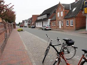 Photo: Die Dorfstraße in Oldenswort