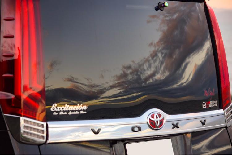 ヴォクシー ZWR80Wの海の見える風景,夕陽に照らされて,カメラ好きな人と繋がりたい,車写活,今日の富士山🗻に関するカスタム&メンテナンスの投稿画像3枚目
