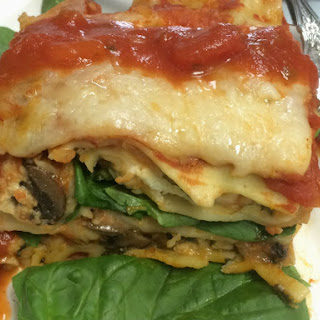 Spinach and Mushroom Lasagna in Tomato Sauce