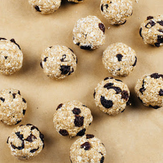 Raw Oatmeal Raisin Cookie Bites