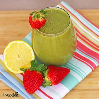 Strawberry Lemonade Green Smoothie Breakfast