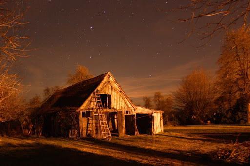 Petite grange dans la nuit par Alain VERMEESCH sur L'Internaute