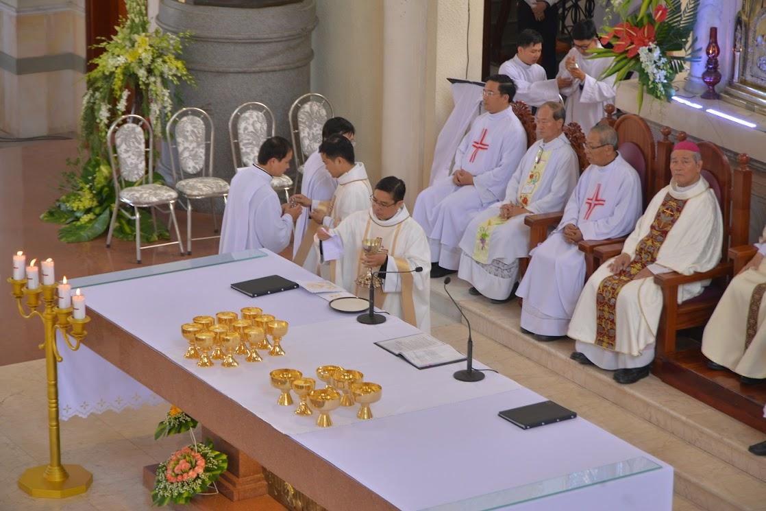 Thánh Lễ Truyền Chức Linh Mục Giáo Phận Phú Cường : Là Kitô Khác Chứ Không Phải Khác Kitô - Ảnh minh hoạ 16