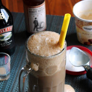 IRISH CREAM ROOT BEER FLOAT.