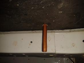 Photo: Ahora marco el tubo, para cortarlo. Si el tubo estuviera más adelantado, me habría encontrado con el chasis.