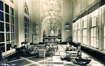 Photo: Corredor do Palácio Quitandinha, utilizado para recreação infantil. Foto da década de 40