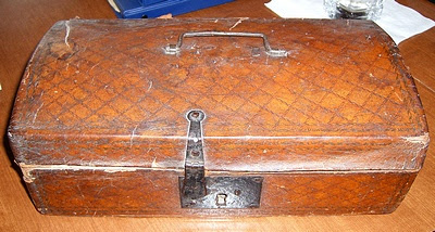 Photo: Boatright Family Chest used to come to America