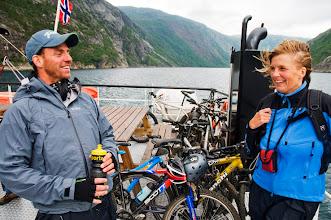 Photo: Pelle Riksgränsen- Magnus och Cilla Herling på båten från Rombaksbotn till Narvik framför hela högen av cyklar...