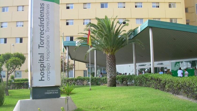 Han sido trasladados al Hospital de Torrecárdenas.