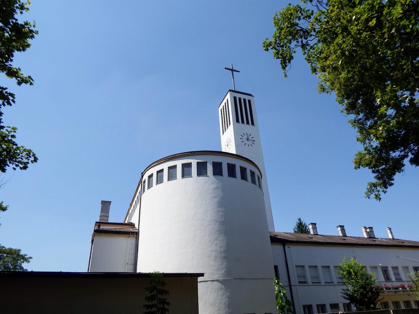 Győr-Nádorváros - Szent Imre rk. templom az Erzsébet-liget mellett
