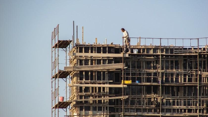 Un obrero durante la jornada de trabajo.