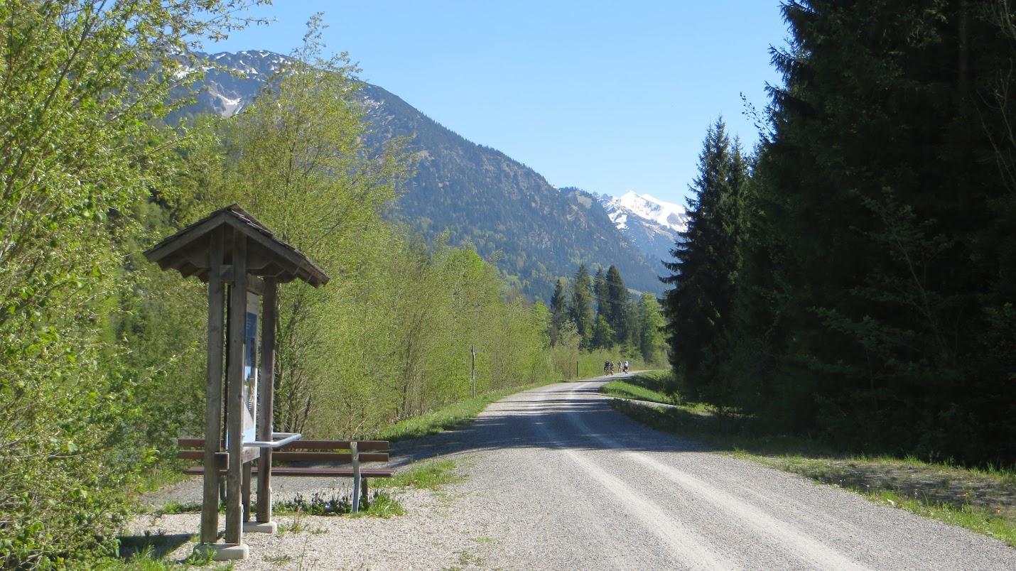 Am Illerufer Wanderweg zum Illerursprung Oberstdorf Allgäu