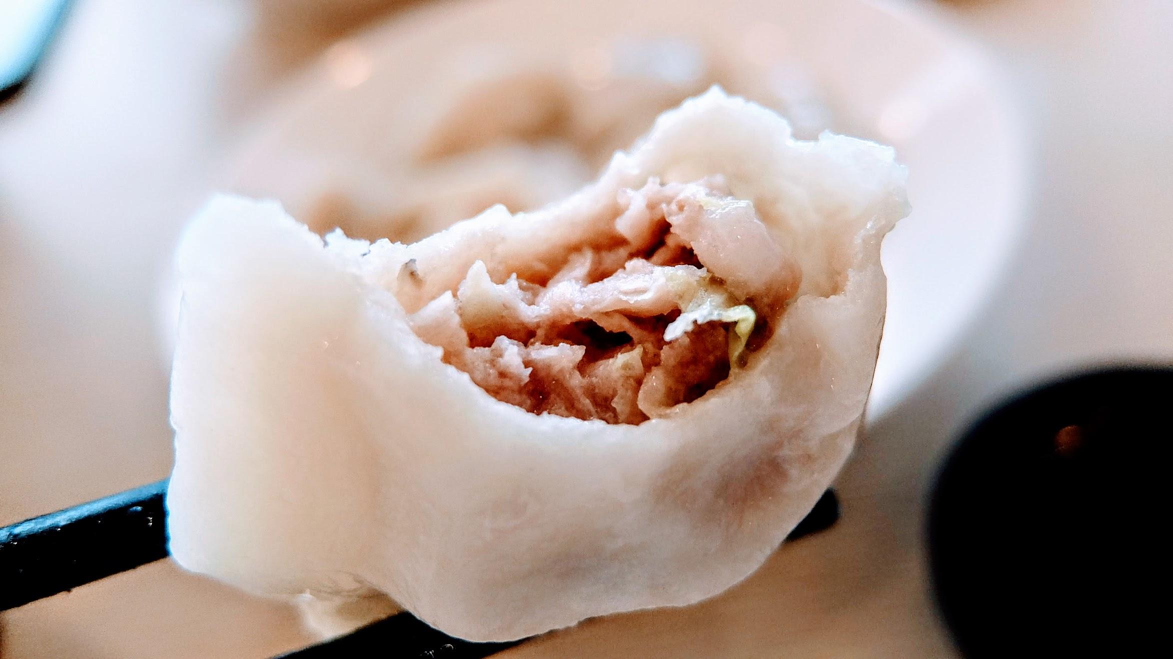 水餃內餡是高麗菜+豬肉
