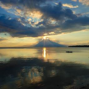 Peaceful Sunset by Sergei Tokmakov - Landscapes Sunsets & Sunrises ( calm, peaceful, moalboal, sunset, cebu, ocean, beach, philippines, rays,  )
