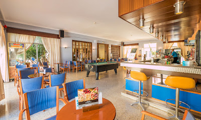 FOOD & DRINKS - Cafeteria-Bar