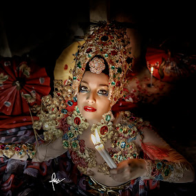 penari lilin  by Ruly Wardana - People Portraits of Women