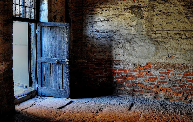 Porte senza Speranza di Paolo Scabbia