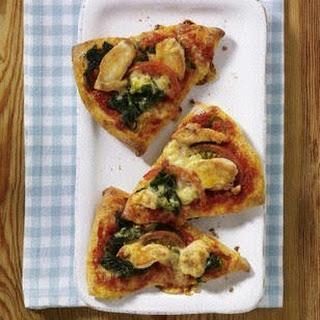 Pizza-Ecken mit Hähnchen und Spinat