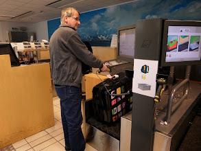 Photo: Flughafen Evenes:  Koffer selbst scannen