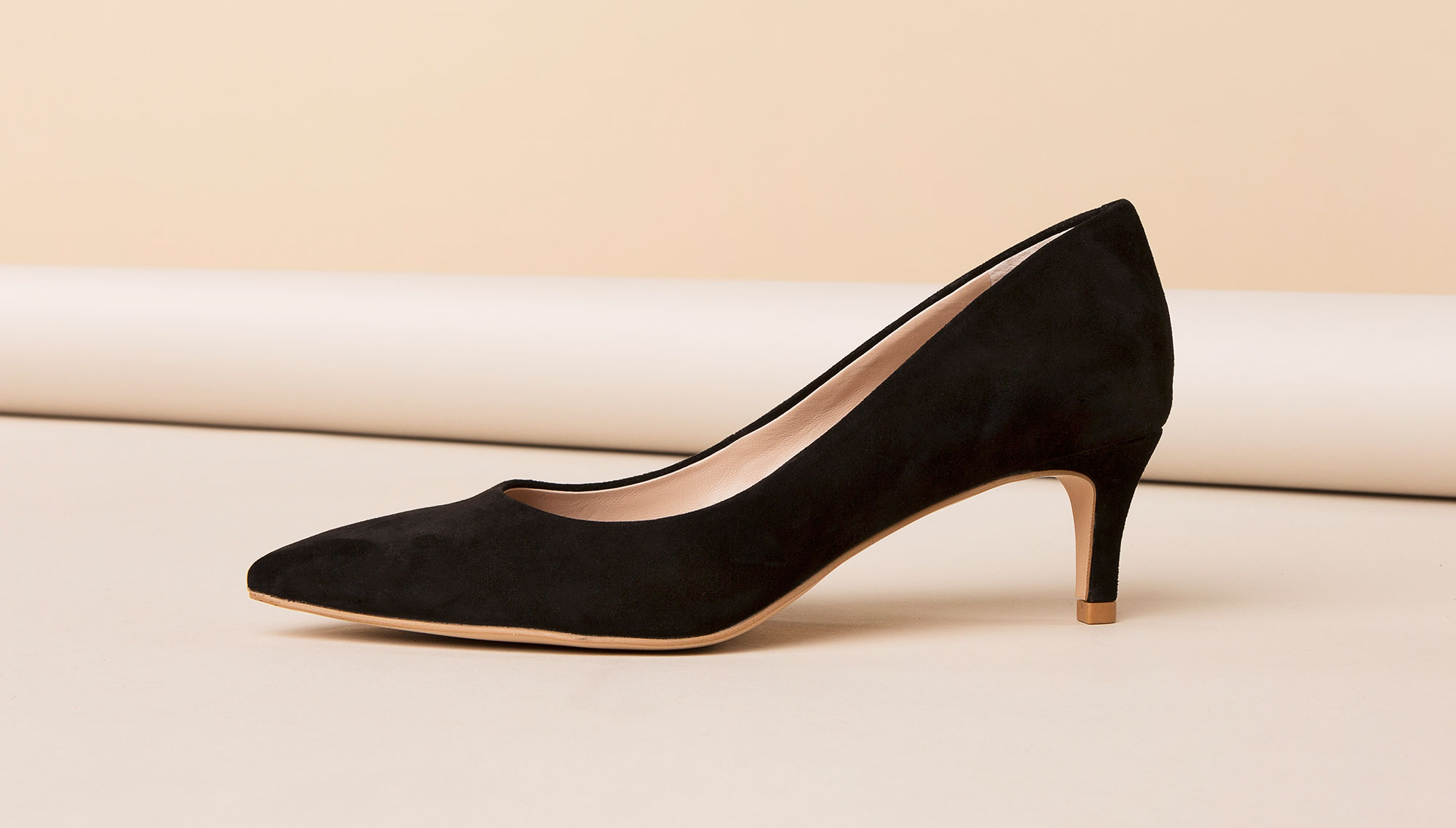 Black pumps to wear to a business formal office