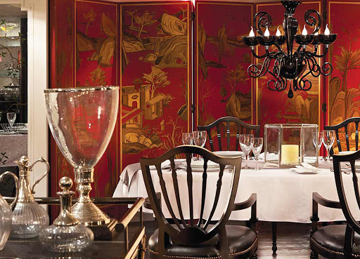Dine in refined style during your sailing down the Nile on ms Mayfair.