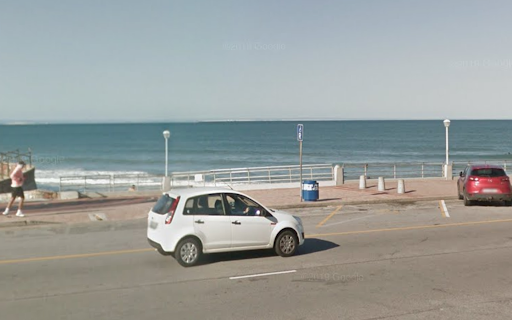 Foreigners mugged at knifepoint on Port Elizabeth beachfront
