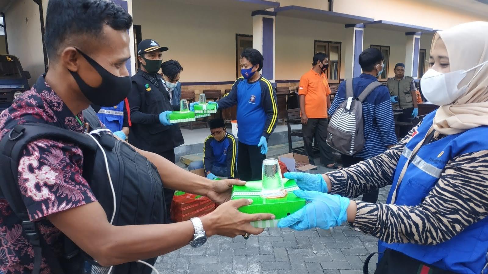 Terus Mengalir PMI Asal Sampang, Sebanyak 1.376 Sudah Tiba Di Kampung Halaman, Tagana Selalu Setia Melayani