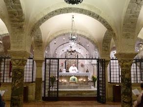 Photo: It.s2C31-141011Bari, basilique, crypte voûtée, portes grilles du chœur ouvertes pour messe  P1000949