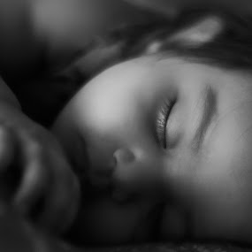 Sleeping child... by Tanmoy Debnath - Babies & Children Child Portraits ( child, babies, face, cute baby, creative, black and white, dream, babyportraits, baby, sleeping, kid )