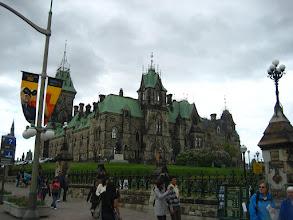 Photo: Ottawa'ya geldik. Bu da parlamento binası.