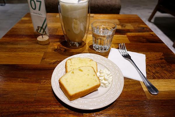 由你咖啡 清香濃檬磅蛋糕 伯爵鮮奶茶也太好喝推薦!