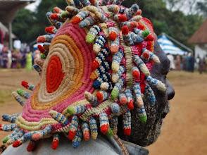 """Photo: Prestigekappe 1  Diese Kopfbedeckung eines Notablen (Würdenträger) wird auch """"Igelkappe""""genannt. Oft stehen die 3-4 cm langen gehäkelten Röhrchen von der Kappe ab, indem sie von innen mit Stäbchen versteift werden."""