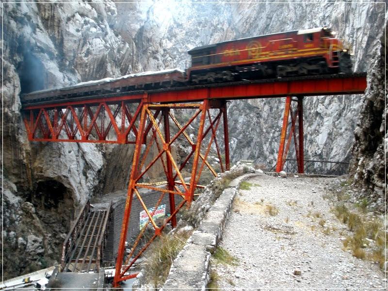 A ponte ferroviária El Infiernillo no Peru
