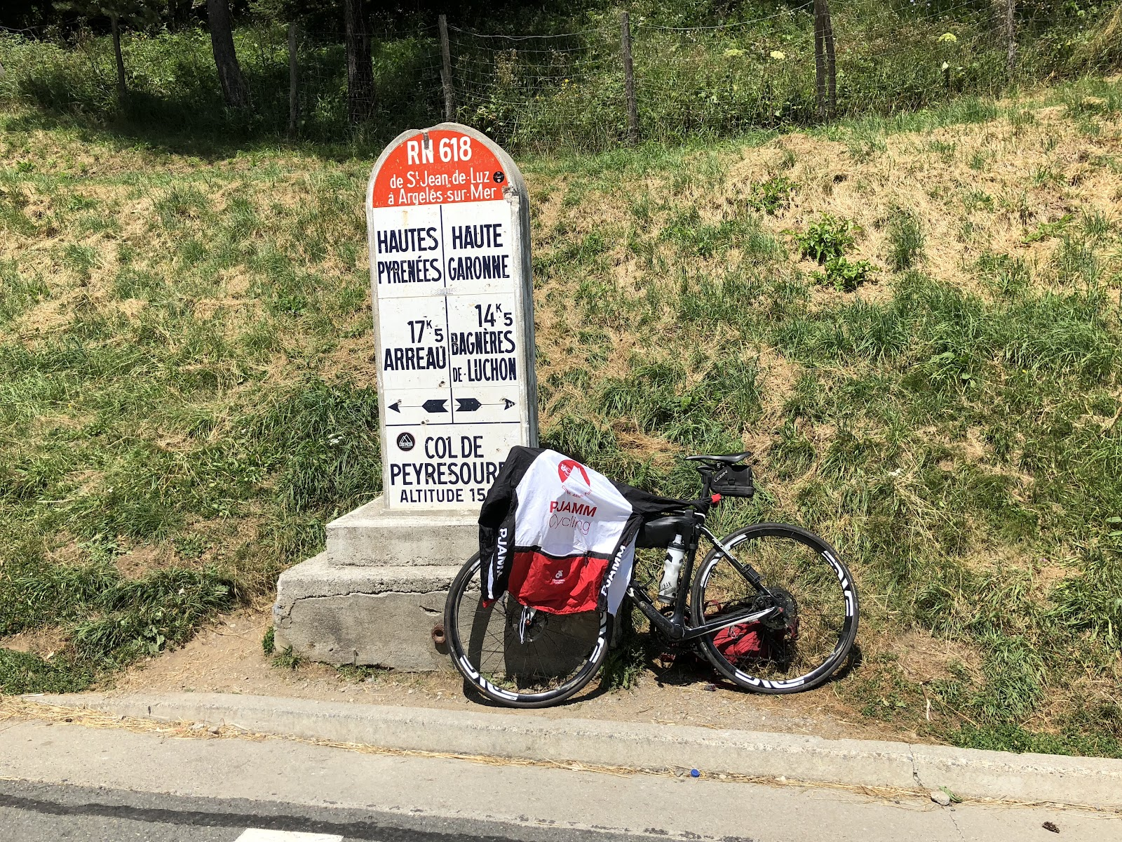 Best bike climb around Bagnere de-Luchon - col sign and bike