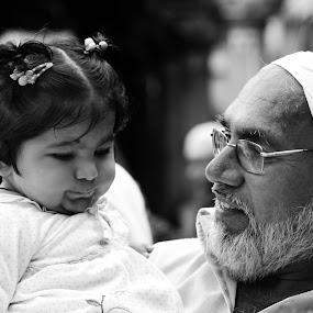 Love across generations by Ravi Shankar - People Street & Candids ( grandfather, grand daughter, generation )