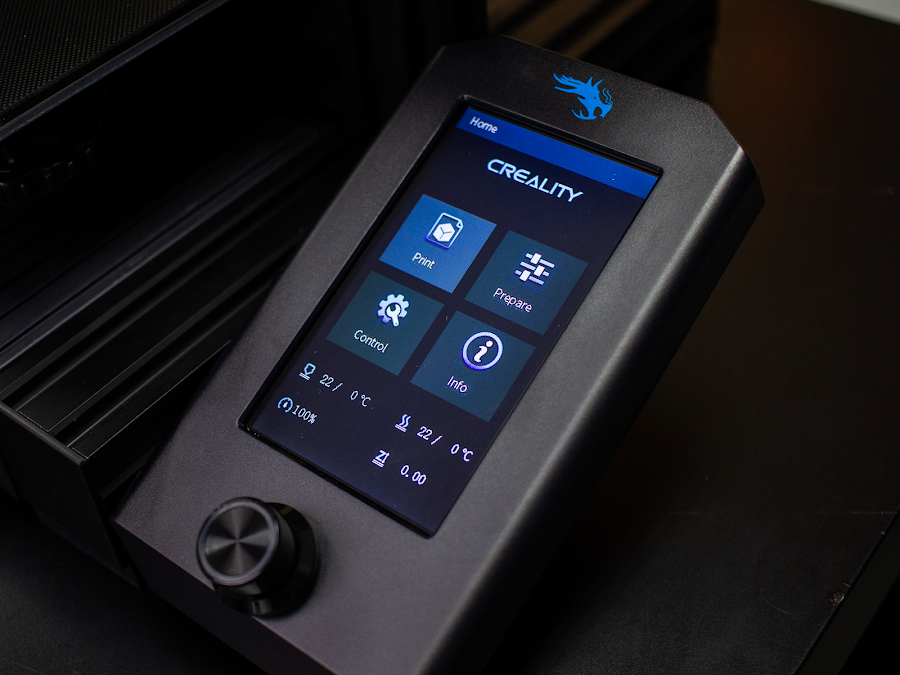 The full color LCD screen makes it easy to navigate the menus and start new prints.