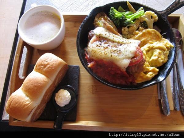 份量十足的鐵鍋早午餐與Mina吐司~多一點咖啡 A Little More(美術館店)