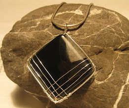 Photo: Op-art fülbevaló (szárdonixból)