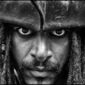 Piraat by Etienne Chalmet - Black & White Portraits & People ( street, people, portrait,  )