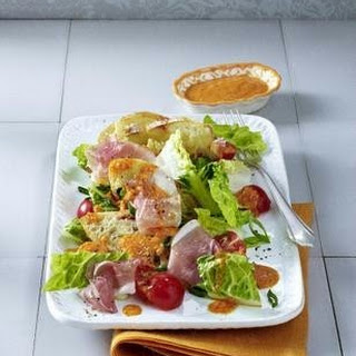 Brotsalat mit Paprika-Pesto-Dressing