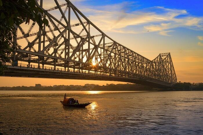 Get-Romantic-Near-The-Howrah-Bridge.jpg