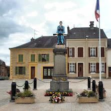 Photo: Soldatendenkmal in Douzy