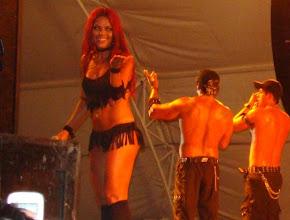 Photo: La morenaza de fuego de ache Bahia invitando alpublico a subir