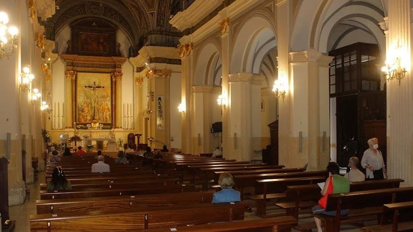 Misa en la iglesia de San Sebastián, en los primeros momentos de la desescalada.