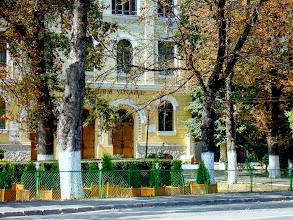"Photo: Parculet in fata Colegiului National ""Mihai Viteazul"" - (2009.09.01)"